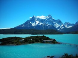 Torres_del_Paine_Mountain_Lake.jpg